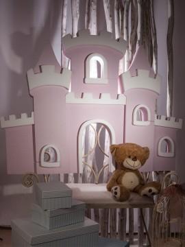 Castillo de corcho blanco pintado en rosa